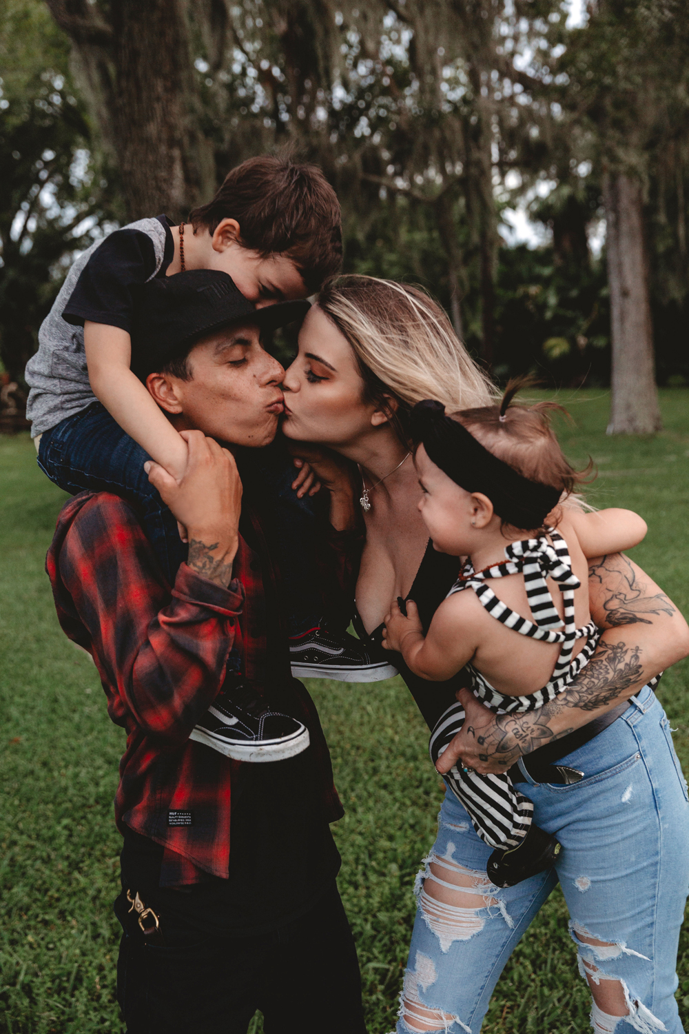 Naples Family Photographer, mom and dad kissing