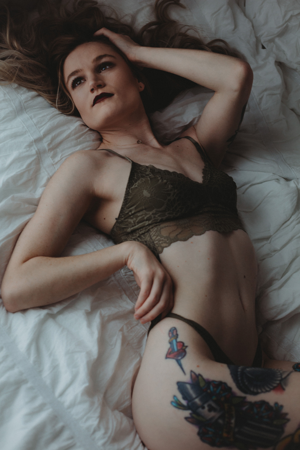 Naples Boudoir Photographer, tattooed woman laying on bed