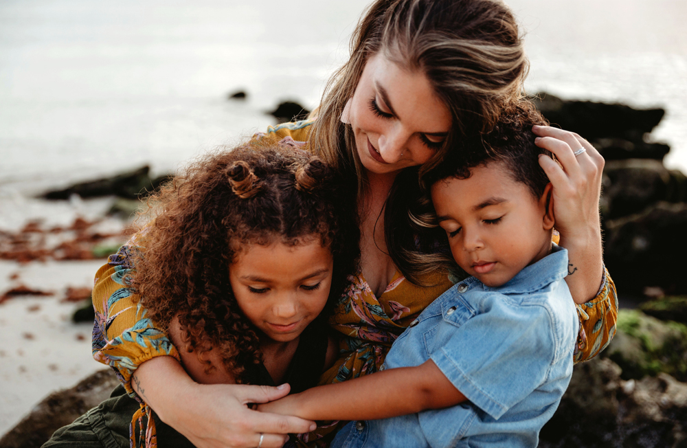 Naples Family Photographer, mother with kids