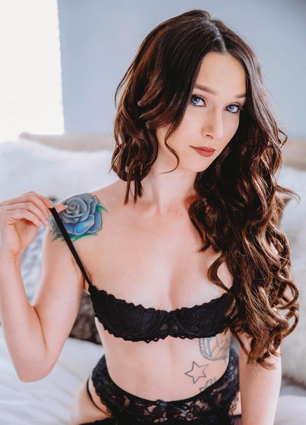 Naples Boudoir Photographer, brunette in black lingerie