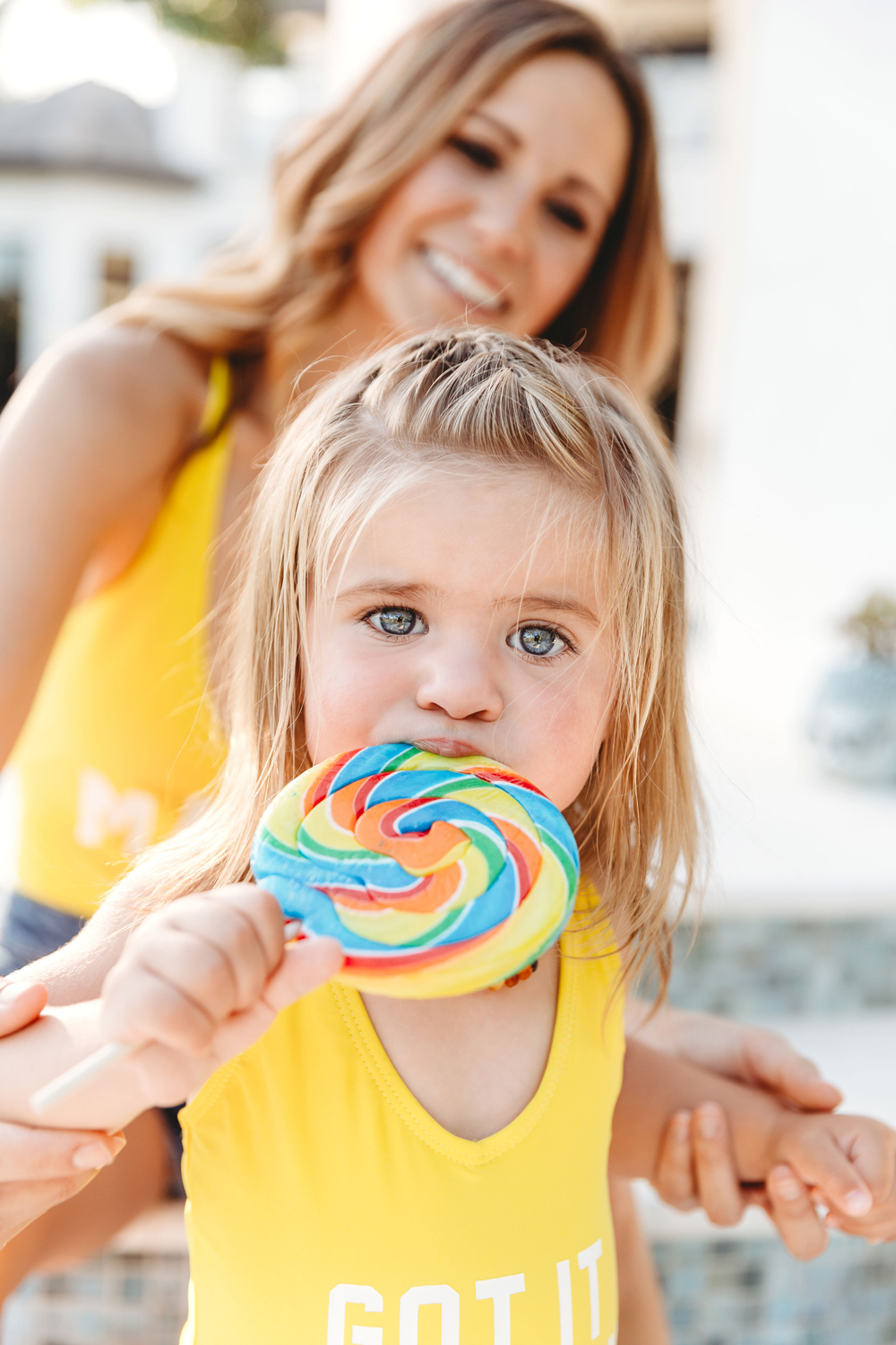 Naples Family Photographer, little girl with lollipop