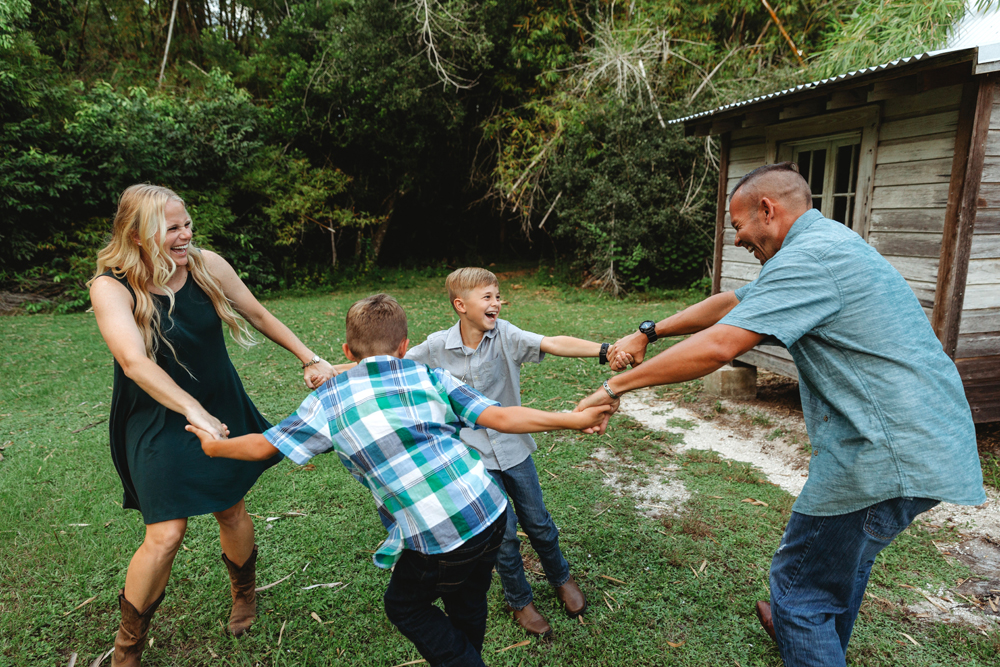 Naples Family Photographer, family holding hands in a circle